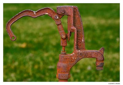 Iron Pump (D80, NIkon 60mm Micro, f2.8, 1/200 sec, ISO 100, w/tripod)