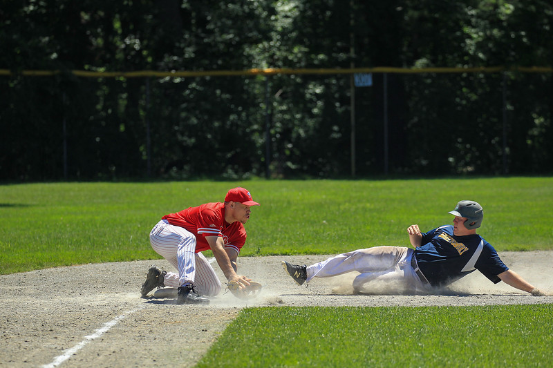 3rd baseman Jon Belliard makes a big out at 3rd base<br /> SENTINEL&ENTERPRISE/Scott LaPrade