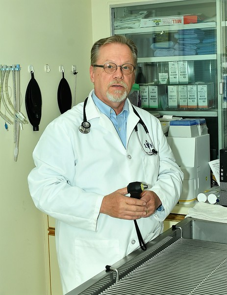 Lunenburg Animal Hospital's, Dr. Carl Flinkstrom.<br /> Sentinel & Enterprise / Jim Fay