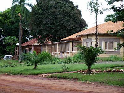 Casa das visitas ao lado do antigo liceu