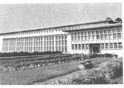 Central Hidroeléctrica do Luachimo - Aspecto exterior  A construção da Barragem Hidroeléctrica de Luachimo data de 1950. Entrou em funcionamento em 1957.