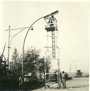 Dundo-remodelação da iluminação pública Fernandes e ajudantes