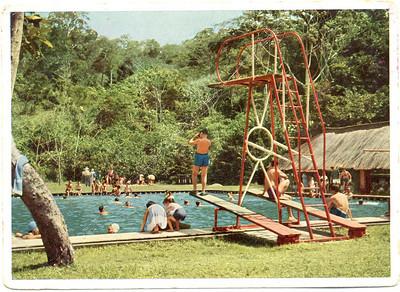 Carlos Alberto Bastos na prancha - foto postal da bela piscina do Mussungue