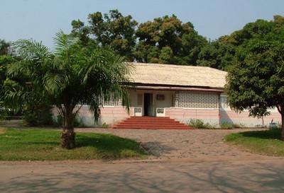 Dundo  Rua 10 - k10  (casa do Dr. Santos David)