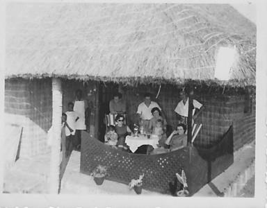 Prospecção 1953 Manuel Tavares, Aurora Tavares e filha Nany com amigos???