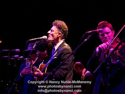 Lyle Lovett and His Large Band South Shore Music Circus, Cohasset MA August 25, 2011 Copyright ©2011 Nancy Nutile-McMenemy www.photosbynanci.com More images: http://www.photosbynanci.com/lylelovettVT08252011.html