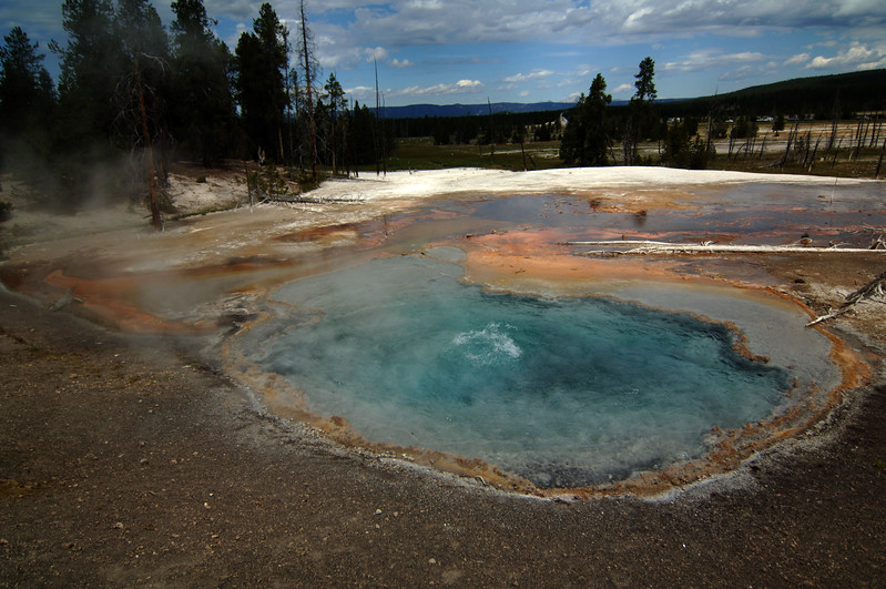 Yellowstone Fire Hole Spring (1)