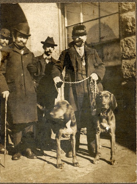 Several 1910's Police Officers and Bloodhounds  (06679)