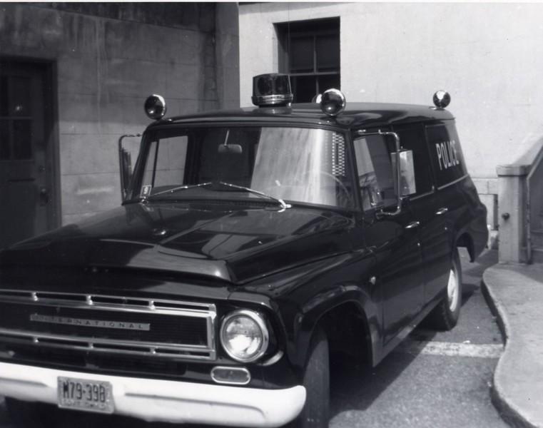 A 1940's International Police Van  (06689)