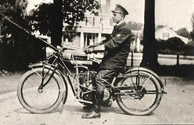 Robert Sutor, Police Officer ca. 1915  (06683)