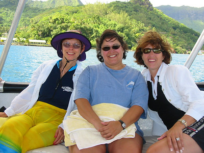 Linda, Gina and Wendy on the boat