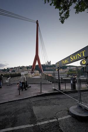 Pont à travers la Saône