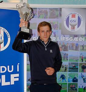 Snorri Páll Ólafsson, íþróttastjóri GR tekur við verðlaunum fyrir sigur í heildarstigakeppni golfklúbba í karlaflokki 2019.