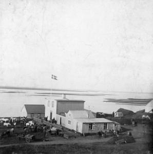 1907, konungsheimsókn. Konungur og fylgdarmenn í austurför. Arnarbæli í Ölfusi.