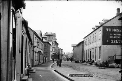 1910-1915   Borgarmynd, götumynd  Hafnarstræti, séð frá austri til vesturs, börn.           .