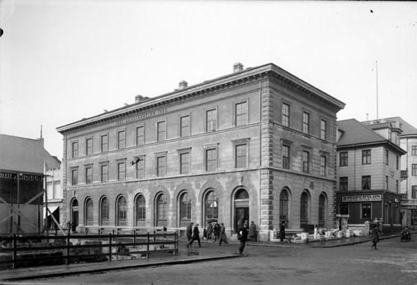 1923-1930, Landsbankinn í Austurstræti Hattaverslun Margrétar Leví