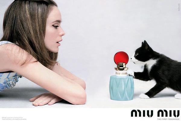 MIU MIU Eau de Parfum 2016 Germany spread 'Erhältlich in autorisierten Pafümerien und Warenhäusern - The first fragrance'