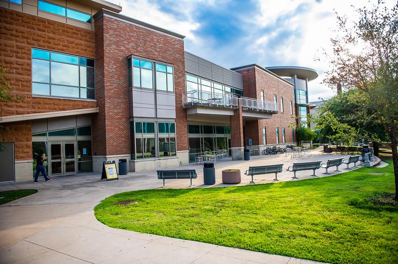 M18220- Campus Architecture-7580