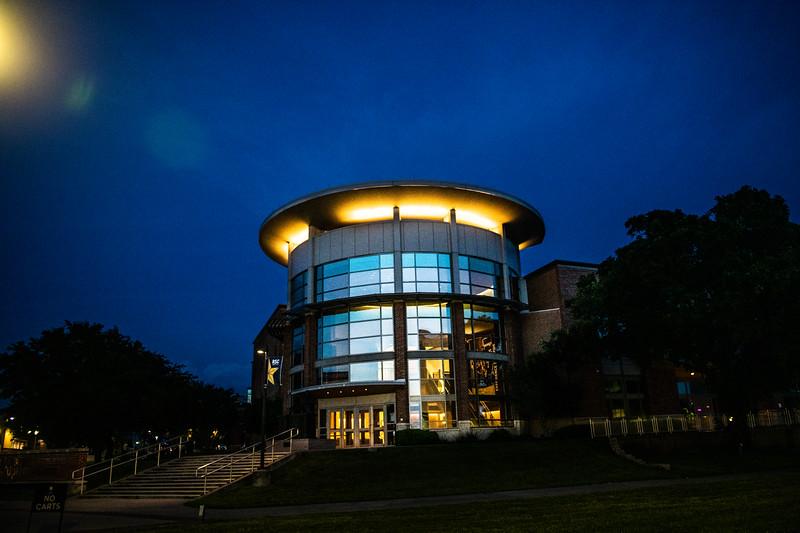 M19196- Evening Campus-7267