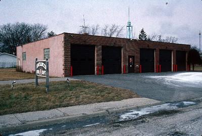Former Knollwood Station 441 -  14 N. Skokie Highway