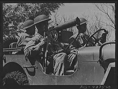 TITLE:  Fort Riley, Kansas. Machine gun crew of jeep<br /> <br /> <br />   LC-USW3- 004375-D