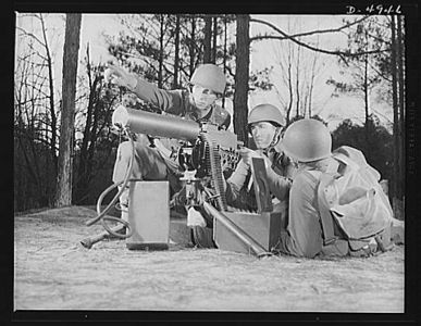 TITLE:  Fort Benning machine gunners. These boys have learned some tricks to show the Axis. This machine gun crew is finishing a sharpening-up course at Fort Benning, Georgia<br /> <br /> LC-USE6-D-004946