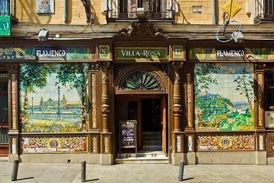 Decoration on ceramic mosaic wall - Décoration sur céramique murale en mosaïque