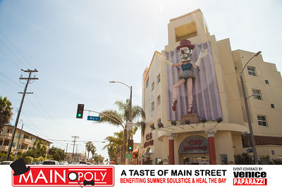 Main Street Santa Monica.  Photo by www.VenicePaparazzi.com