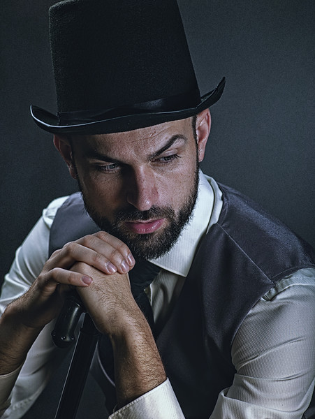 The gentleman. Dramatic male portrait with classic light and retro dress