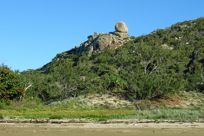 The Big Rock lookout overlooking Rosebay. The boulder is easily 8-9 m ( 25 ' ) in size.