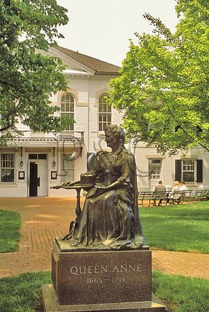 MD CENTERVILLE QUENN ANNE COURTHOUSE STATUE 1W