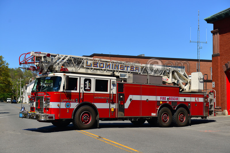 LEOMINSTER LADDER 1 - 2003 PIERCE DASH 105'