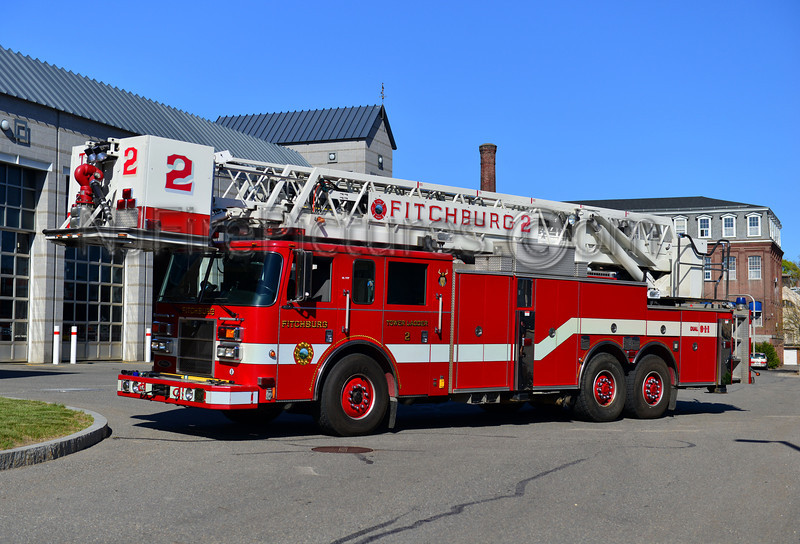 FITCHBURG TOWER LADDER 2 - 2003 PIERCE DASH 85'