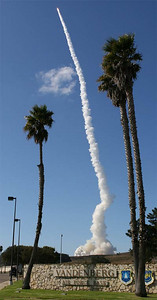 America's Titan rocket made its final launch today, blasting off from California's Vandenberg Air Force Base to haul a top-secret reconnaissance satellite into orbit. Liftoff of the 368th and last Titan occurred at 11:05 a.m. PDT October 19,2005 Vandenber, California.  REUTERS/Gene Blevins 10-17-05