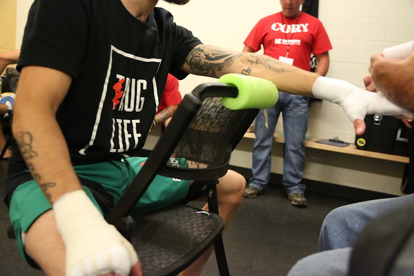 MATT HINCHEY - MMA EVENT - Grant Harvey