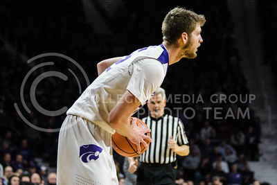 The Kansas State Wildcats face off against the Oklahoma Sooners at Bramlage Coliseum in Manhattan, KS, on Jan. 16, 2018. (Meg Shearer | Collegian Media Group)