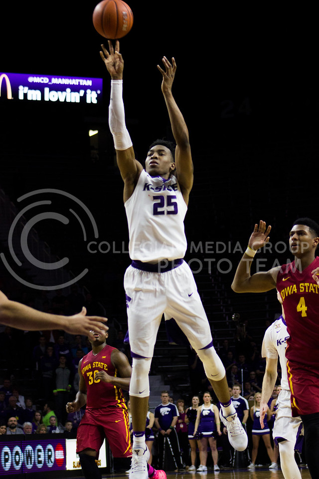 Forward Wesley Iwundu goes for a shot at the game vs Iowa State on Feb. 15, 2017 at Bramlage Coliseum. (Kelly Pham | The Collegian)
