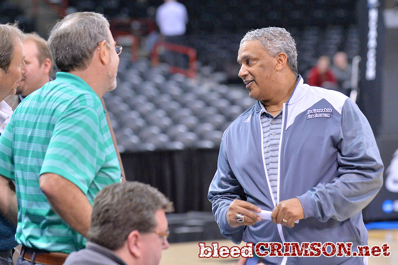 March 19, 2014: Marvin Menzies talks with radio broadcaster and former coach P.J. Carlesimo during the team's open practice.