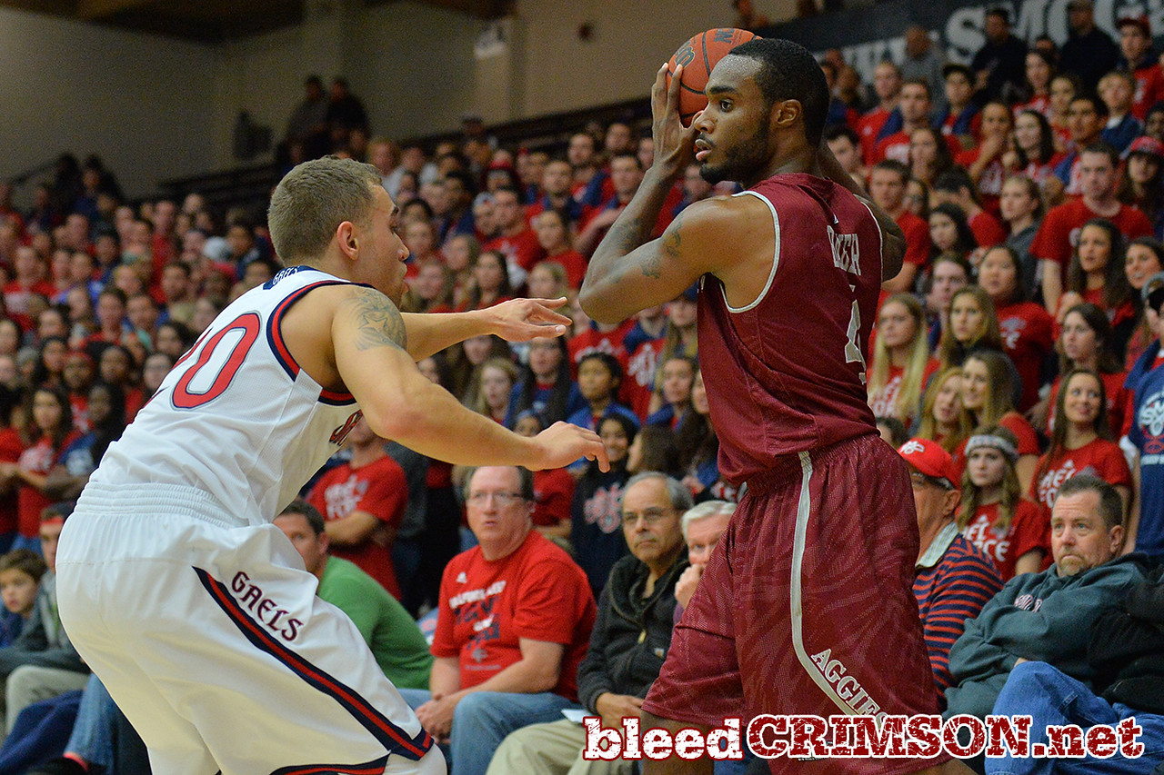 Nov. 18, 2014: New Mexico State Aggies guard Ian Baker (4) looks for a teammate during a game between New Mexico State vs. St. Mary's College in Moraga, Calif. in the ESPN College Hoops Tipoff Marathon. Saint Mary's defeated New Mexico State 83-71.