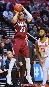 SAN DIEGO, CA - MARCH 16:  Zach Lofton #23 of the New Mexico State Aggies shoots against Gabe DeVoe #10 of the Clemson Tigers during a first round game of the Men's NCAA Basketball Tournament at Viejas Arena in San Diego, California. Clemson won 79-68.  (Photo by Sam Wasson)