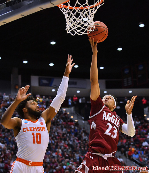 SAN DIEGO, CA - MARCH 16:  Zach Lofton #23 of the New Mexico State Aggies drives in for a layup against Gabe DeVoe #10 of the Clemson Tigers during a first round game of the Men's NCAA Basketball Tournament at Viejas Arena in San Diego, California.  (Photo by Sam Wasson)