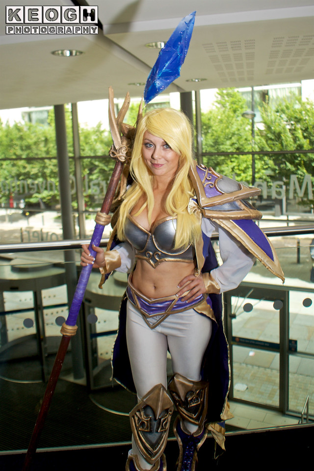 Overwatch Genji  MCM Manchester Comic Con 2016, Cosplay, Cosplayer, Female, Video Game, League Of Legends, Summoner, Hearler, Warrior, Armour, Staff, Top, Pants, Boots, Crystal, White, Purple, Brown, Gold, Blue, Silver