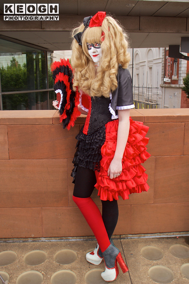 MCM Comic Con Manchester 2016, Cosplay, DC Comics, Harley Quinn, Gothic, Corset, Dress, Fan, Boots, Red, Black, Grey, Burlesque, Ruffles, Tights, Blouse, Jacket, Coat, Bows, High Heels, Mask, The Joker, Mistah J, Pudding, Batman, Suicide, Squad, New 52, Comics, Video Games, Films, Harley Quinn & Power Girl