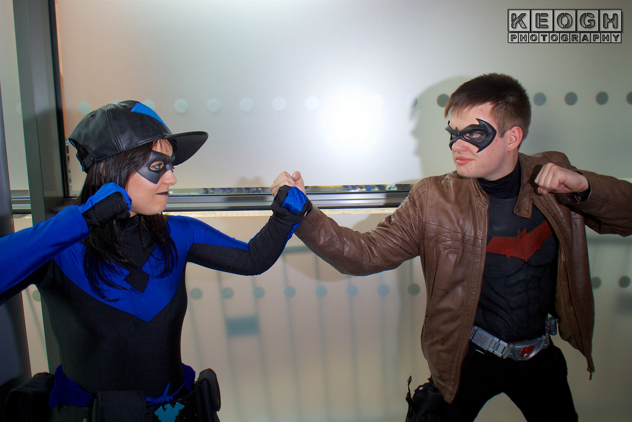 MCM Manchester Comic Con 2016, Cosplay, Cosplayer, Female, DC Comics, Comics, Animated Series, Video Games, Batman, Nightwing, Hero, Jumpsuit, Gloves, Gauntlets, Batons, Mask, Boots, Black, Blue, Dress, Boots, New 52, Red Hood, Jason Todd, Anti Hero, Villain, Hero, Mask, Leather Jacket, Jacket, Armour, Black, Red, Silver, Brown, Utility Belt, Boots, Pants, Gloves, Guns