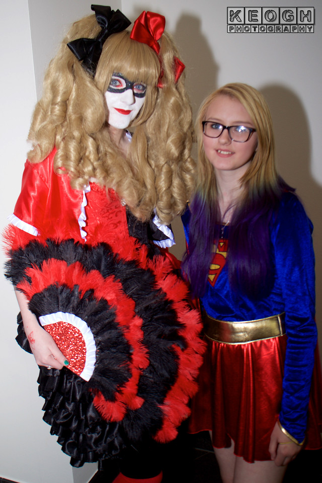 MCM Comic Con Manchester 2016, Cosplay, DC Comics, Harley Quinn, Gothic, Corset, Dress, Fan, Boots, Red, Black, Grey, Burlesque, Ruffles, Tights, Blouse, Jacket, Coat, Bows, High Heels, Mask, The Joker, Mistah J, Pudding, Batman, Suicide, Squad, New 52, Comics, Video Games, Films, Harley Quinn & Power Girl, Couple, Superman T-Shirt, Shirt, Jeans