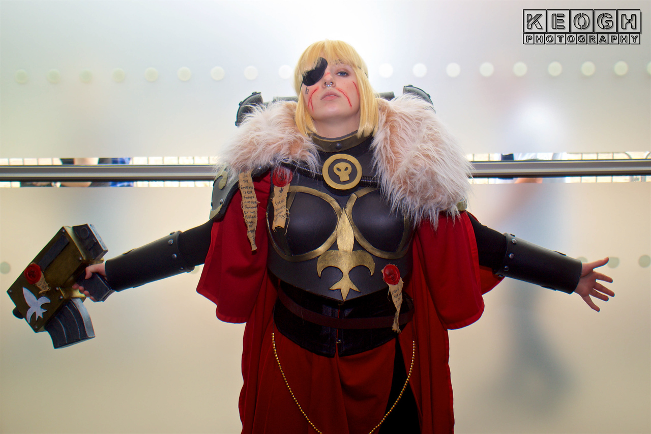 MCM Manchester Comic Con 2016, Cosplay, Cosplayer, Female Warhammer 40K, Armour, Metal, Body Amour, Should, Guards, Cloak, Gauntlets, Gloves, Pants, Boots, Silver, Red, Black, Gold, Furr, Gun