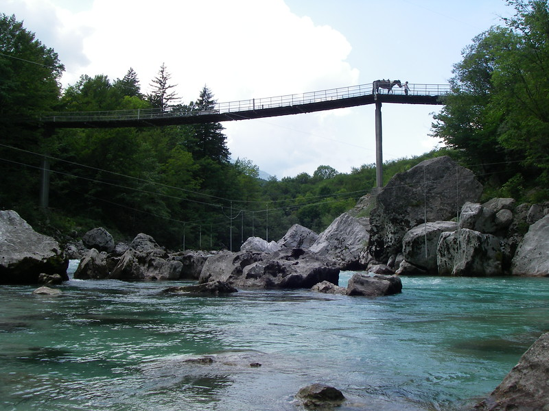 We swam here, the river is 8-9°C, air temp in the shade 30°C & in the sun 35°C. It's so refreshing diving in.