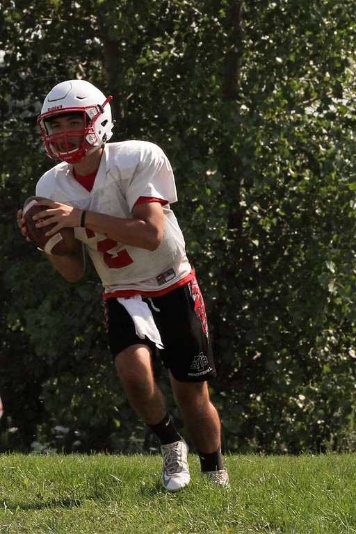 . Anchor Bay\'s Troy Bondar runs a play during practice on Thursday, August 10, 2017. (MIPrepZone photo gallery by George Spiteri)