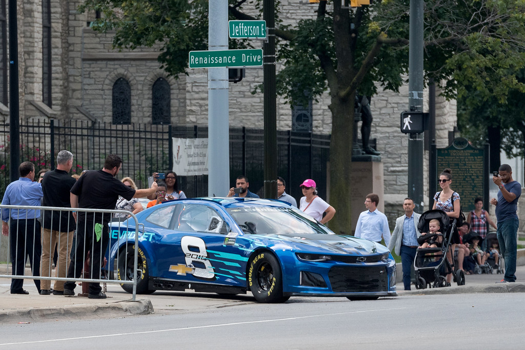 2018 chevrolet nascar camaro. fine camaro the world gets its first look at the chevrolet 2018 camaro zl1 nascar cup  race intended chevrolet nascar camaro