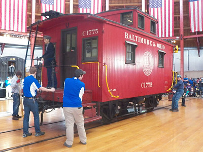 turntable demonstration - the caboose is centered in the middle of the turntable